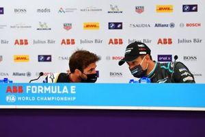 Antonio Felix Da Costa, DS Techeetah, primo classificato, parla con Mitch Evans, Jaguar Racing, terzo classificato, in conferenza stampa