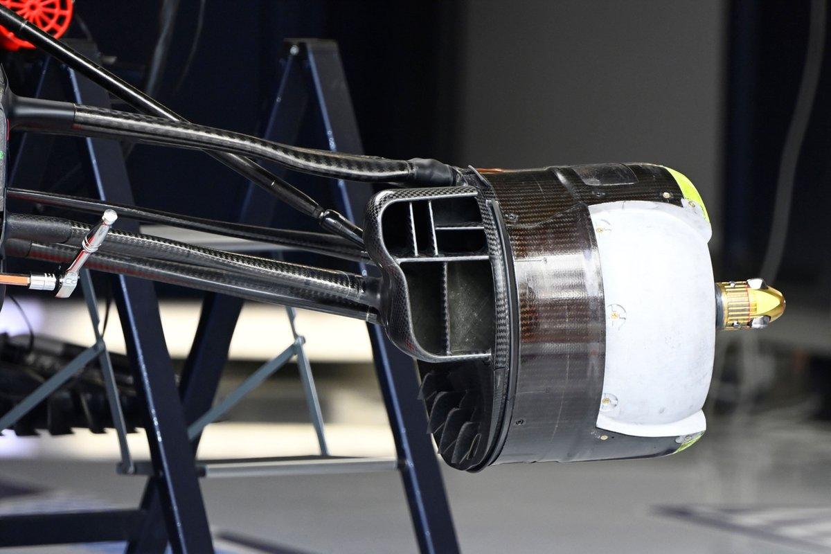 Узел крепления переднего колеса Red Bull RB16B