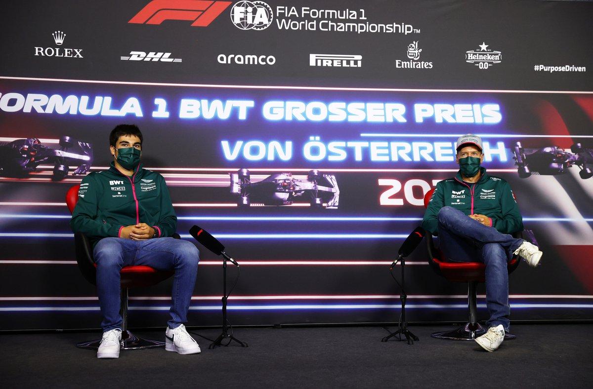 Lance Stroll, Aston Martin Sebastian Vettel, Aston Martin durante la conferencia de prensa