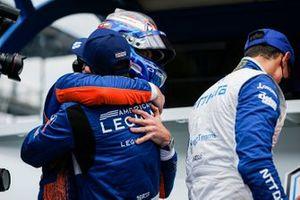Scott Dixon, Chip Ganassi Racing Honda remporte la récompense NTT Data P1 pour la pole position, Tony Kanaan, Chip Ganassi Racing Honda
