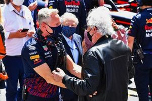 Jonathan Wheatley, Team Manager, Red Bull Racing, and Flavio Briatore on the grid