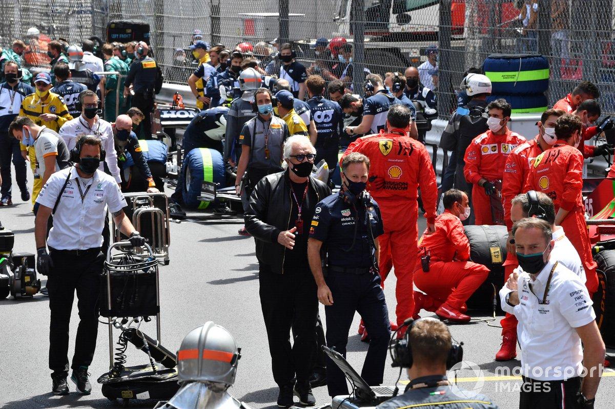Flavio Briatore y Christian Horner, director del equipo Red Bull Racing, en la parrilla de salida