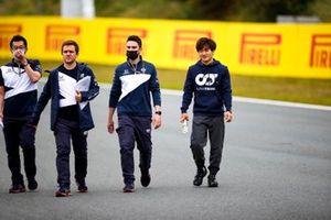 Yuki Tsunoda, AlphaTauri walks the track