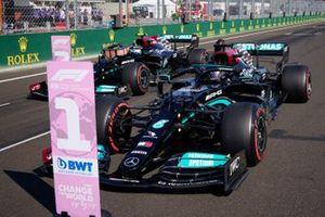 Lewis Hamilton, Mercedes W12, e Valtteri Bottas, Mercedes W12