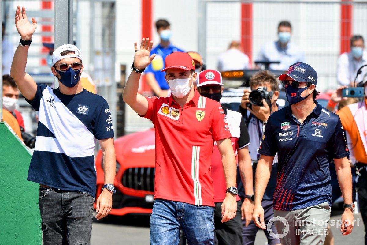 Pierre Gasly, AlphaTauri, Charles Leclerc, Ferrari, Sergio Pérez, Red Bull Racing in the drivers' parade