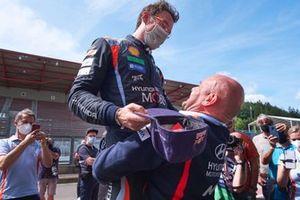 1. Thierry Neuville, Hyundai Motorsport, mit Andrea Adamo