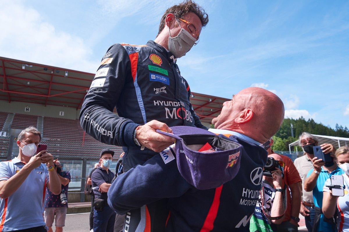 Thierry Neuville, Hyundai Motorsport, Andrea Adamo, Team principal Hyundai Motorsport