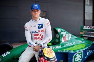 Mick Schumacher au volant de la Jordan 191 de Michael Schumacher