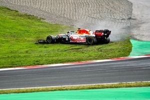 Sergio Perez, Red Bull Racing RB16B, spins