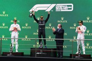 Valtteri Bottas, Mercedes, 1° posizione, Max Verstappen, Red Bull Racing, 2° posizione, e Sergio Perez, Red Bull Racing, 3° posizione