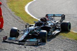 L'auto danneggiata di Lewis Hamilton, Mercedes W12