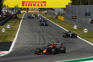 Sergio Perez, Red Bull Racing RB16B, Lance Stroll, Aston Martin AMR21, en Fernando Alonso, Alpine A521