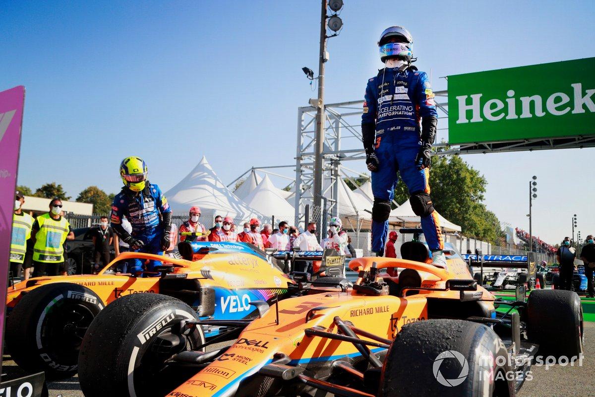 Daniel Ricciardo, McLaren, 1a posizione, e Lando Norris, McLaren, 2a posizione, in Parc Ferme