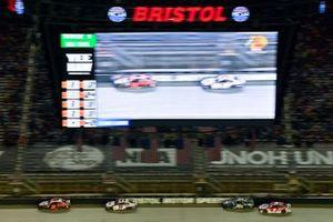 Chase Elliott, Hendrick Motorsports, Chevrolet Camaro Hooters and Denny Hamlin, Joe Gibbs Racing, Toyota Camry FedEx Freight