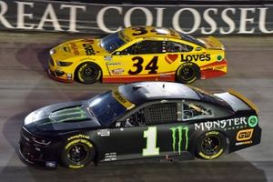 Kurt Busch, Chip Ganassi Racing, Chevrolet Camaro Monster Energy and Michael McDowell, Front Row Motorsports, Ford Mustang Love's Travel Stops