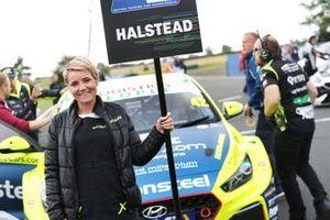 Nick Halstead (GBR) Excelr8 Trade Price Cars Hyundai i30 Fastback N Performance Grid Girl