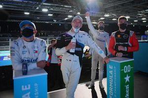 Nyck de Vries, Mercedes-Benz EQ, Maximilian Gunther, BMW i Andretti Motorsport, Oliver Rowland, Nissan e.Dams, guarda come Stoffel Vandoorne, Mercedes-Benz EQ, festeggia la conquista della pole position