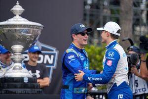 IndyCar-Champion 2021: Alex Palou, Chip Ganassi Racing Honda, mit Jimmie Johnson