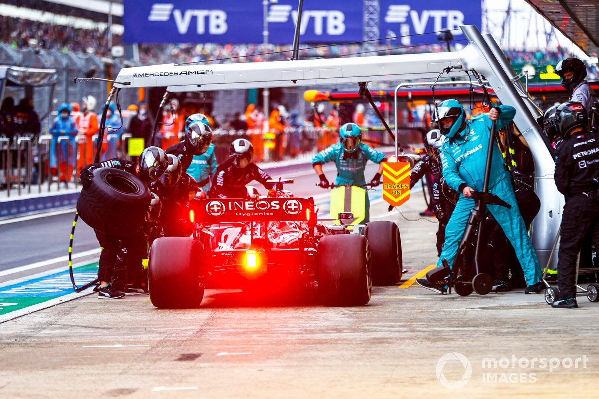 Lewis Hamilton, Mercedes W12, entra en boxes