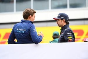 George Russell, Williams, en Sergio Perez, Red Bull Racing