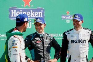 Lucas Di Grassi, Audi Sport ABT Schaeffler, primo classificato, Mitch Evans, Jaguar Racing, terzo classificato, Edoardo Mortara, Venturi Racing, secondo classificato, dopo il podio