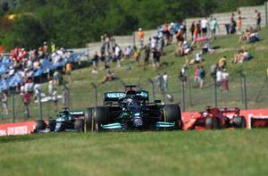 Lewis Hamilton, Mercedes W12, Lance Stroll, Aston Martin AMR21, and Charles Leclerc, Ferrari SF21