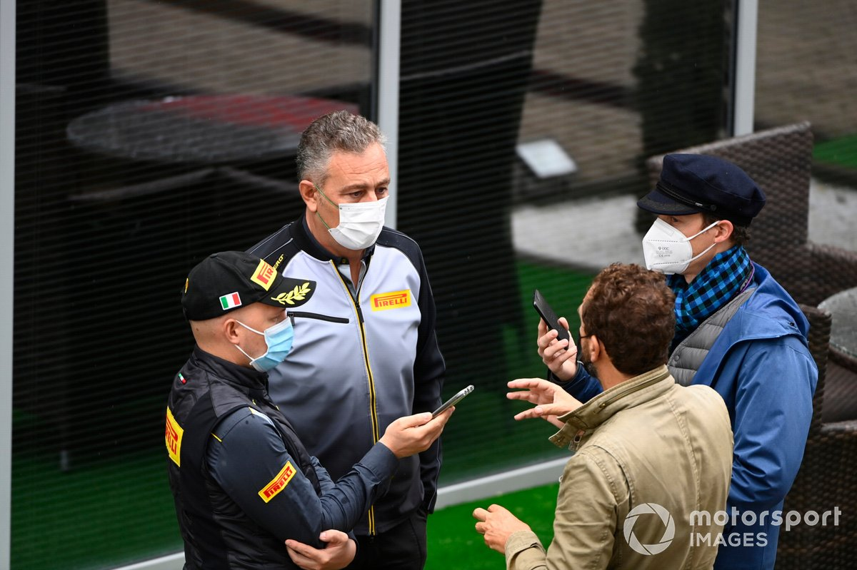Mario Isola, director de carreras de Pirelli Motorsport, habla con los medios de comunicación