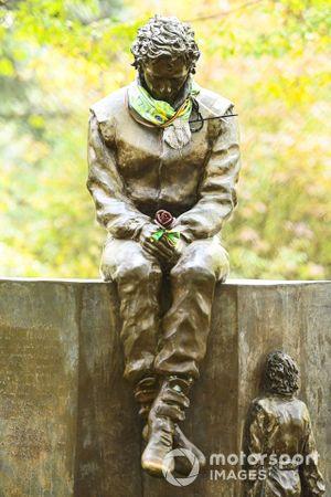 La statua in omaggio ad Ayrton Senna