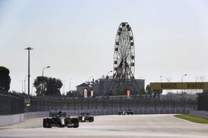 Valtteri Bottas, Mercedes F1 W11, Max Verstappen, Red Bull Racing RB16, Esteban Ocon, Renault F1 Team R.S.20