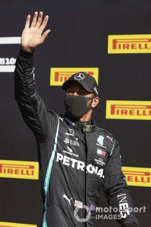 Pole man Lewis Hamilton, Mercedes-AMG F1, festeggia