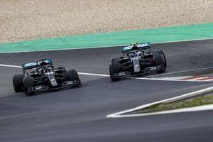 Lewis Hamilton, Mercedes F1 W11, passes Valtteri Bottas, Mercedes F1 W11, as he retires with power loss
