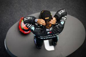 Lewis Hamilton, Mercedes-AMG F1, 1a posizione, con il casco di Michael Schumacher