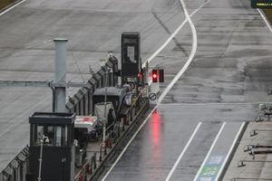 Red pit lane exit light