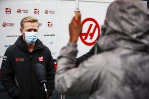 Kevin Magnussen, Haas F1, is interviewed