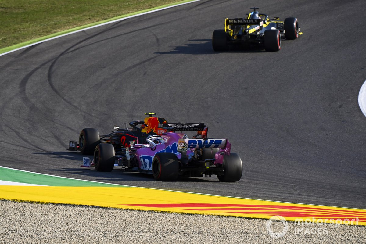Sergio Perez, Racing Point RP20, in battaglia con Alex Albon, Red Bull Racing RB16