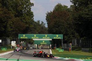 Max Verstappen, Red Bull Racing RB16, Lance Stroll, Racing Point RP20, and Esteban Ocon, Renault F1 Team R.S.20