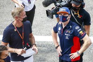 El presentador David Coulthard con Max Verstappen, Red Bull Racing