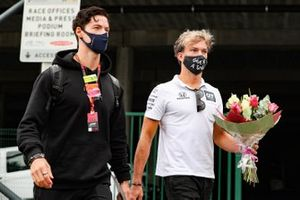 Pierre Gasly, AlphaTauri, with flowers in memory of Anthoine Hubert