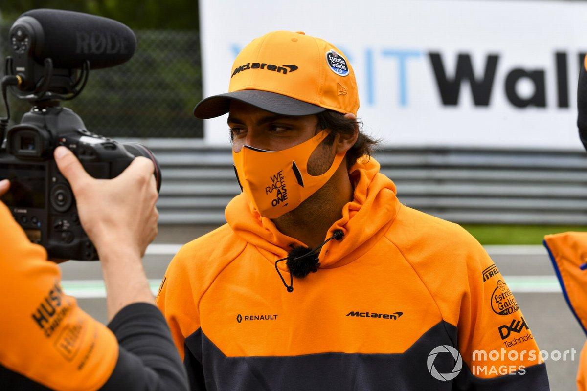 Carlos Sainz Jr., McLaren, recorre la pista