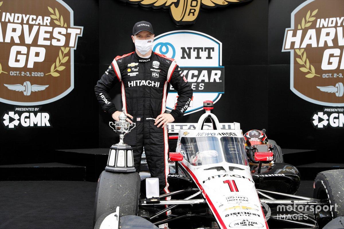 Josef Newgarden, Team Penske Chevrolet, en el podio