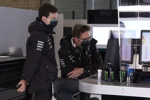 Toto Wolff, Executive Director (Business), Mercedes AMG, and Andrew Shovlin, Chief Race Engineer, Mercedes AMG