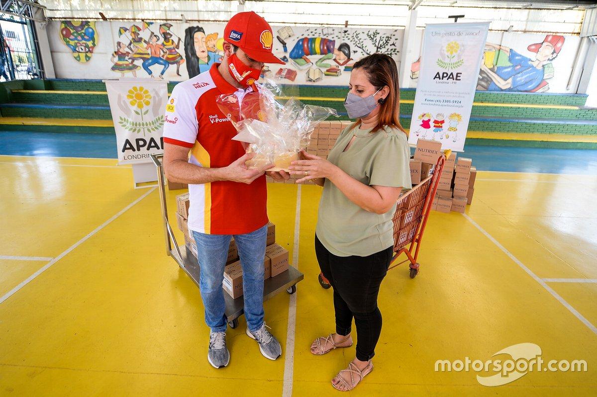 Piloto Shell, Ricardo Zonta participa de primeira entrega do Milhão Solidário da Stock Car em Londrina (PR)