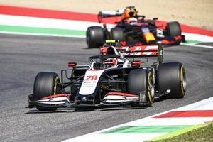 Kevin Magnussen, Haas VF-20, Max Verstappen, Red Bull Racing RB16