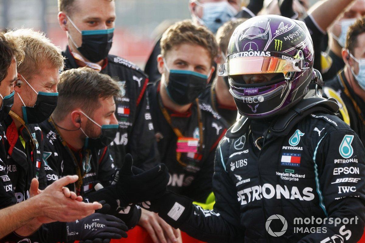 Lewis Hamilton, Mercedes F1 W11, primo classificato al Parc Ferme