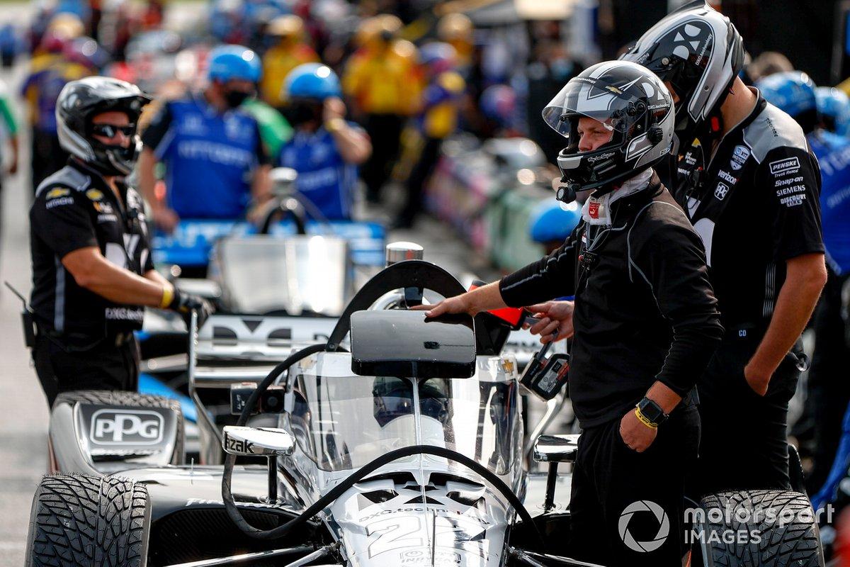 Simon Pagenaud, Team Penske Chevrolet, crew
