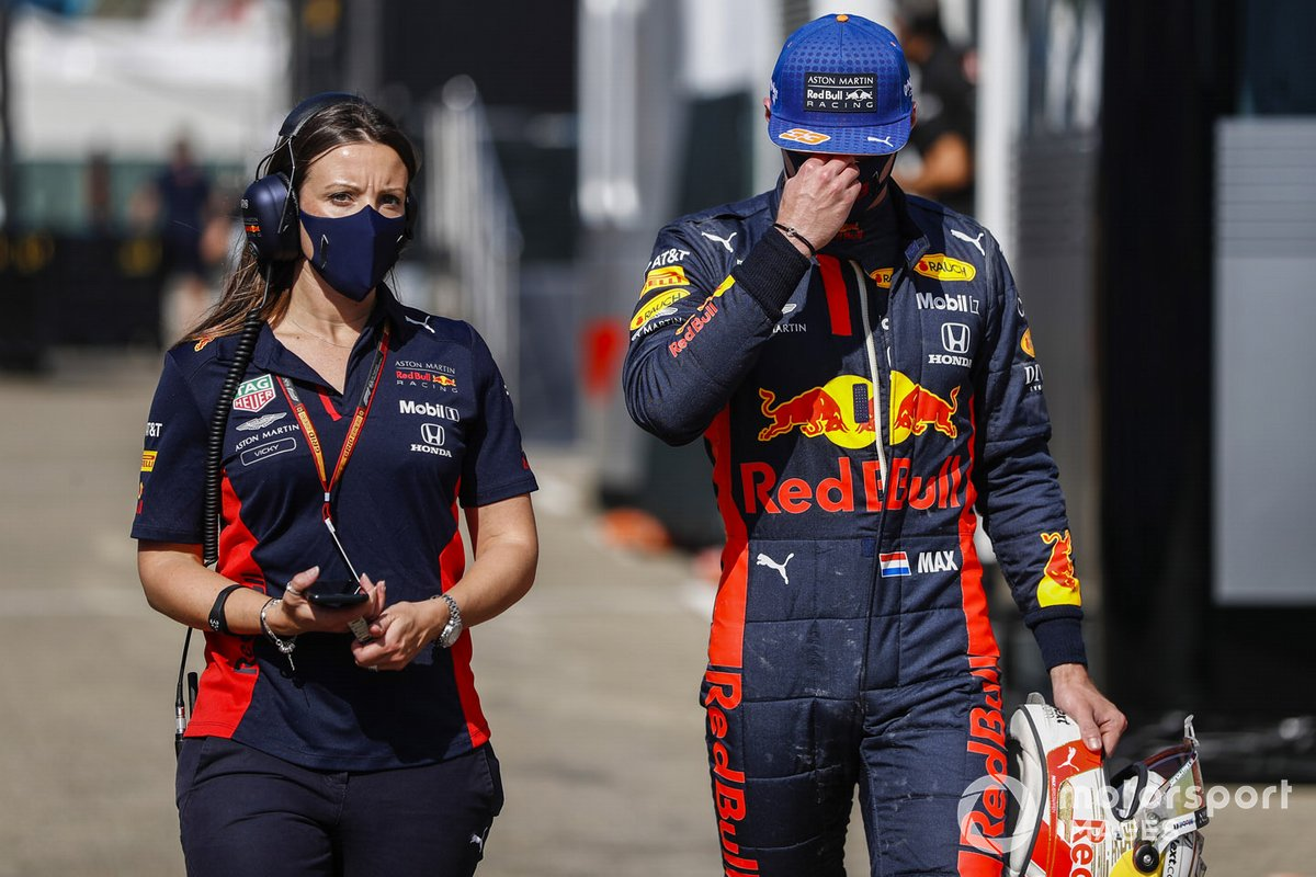 Max Verstappen, Red Bull Racing,en pit lane después de su accidente