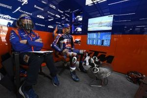 Miguel Oliveira, Red Bull KTM Tech 3, mit Guy Coulon