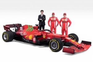 Шарль Леклер, Карлос Сайнс и руководитель команды Маттиа Бинотто, Ferrari