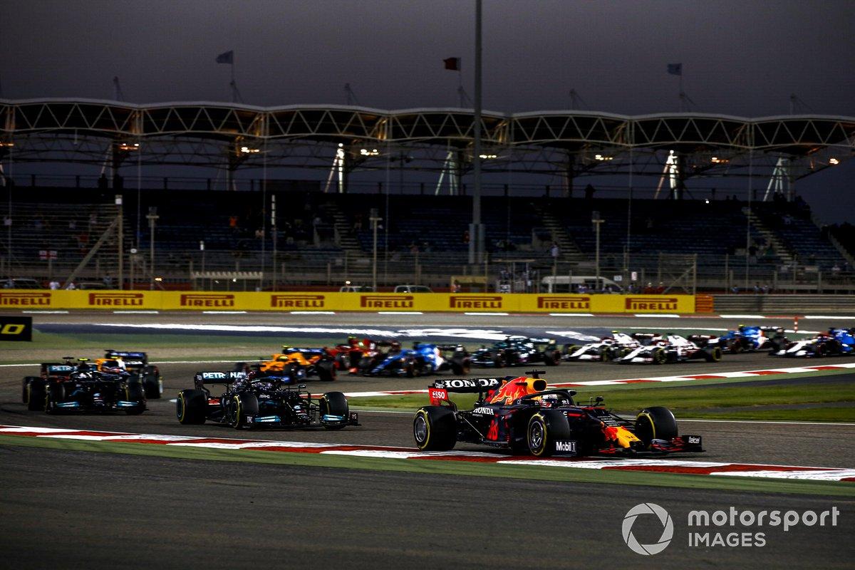 Max Verstappen, Red Bull Racing RB16B Lewis Hamilton, Mercedes W12 e Valtteri Bottas, Mercedes W12