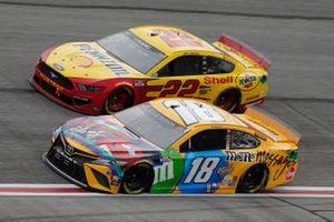 Kyle Busch, Joe Gibbs Racing, Toyota Camry M&M's Messages, Joey Logano, Team Penske, Ford Mustang Shell Pennzoil